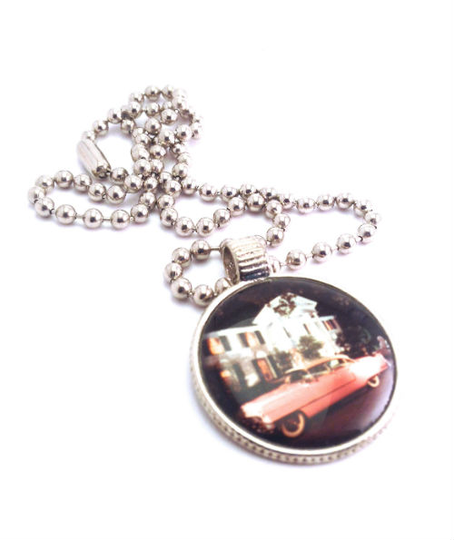 Halsband, Elvis' Pink Cadillac