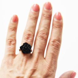 Sormus, Ruusu musta
