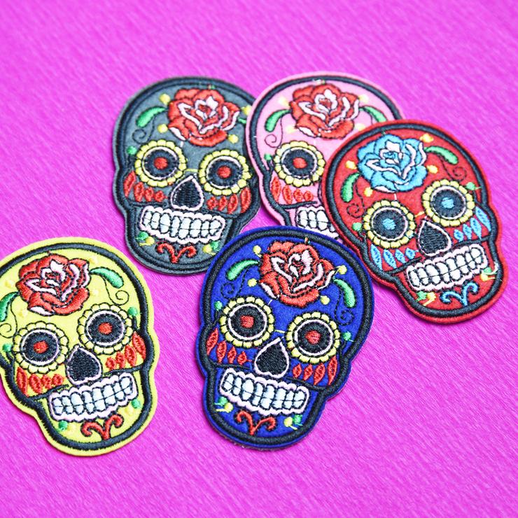 Tygmärke, Sugar Skull röd